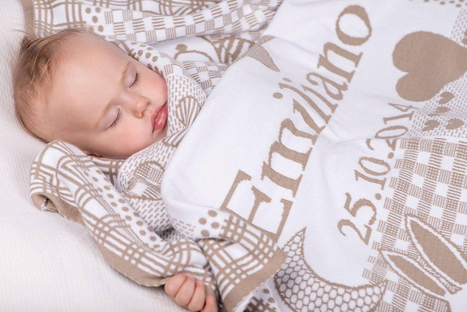 Personalisierte Babydecke mit Sternzeichen