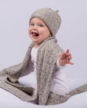 Schal und Mütze für Babys aus bester Schurwolle